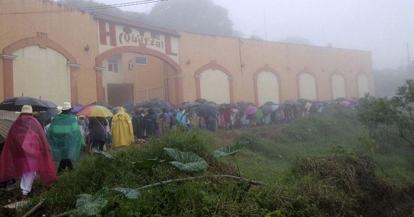 indigenas-clausuran-subestacion-de-cfe-en-cuetzalan-2