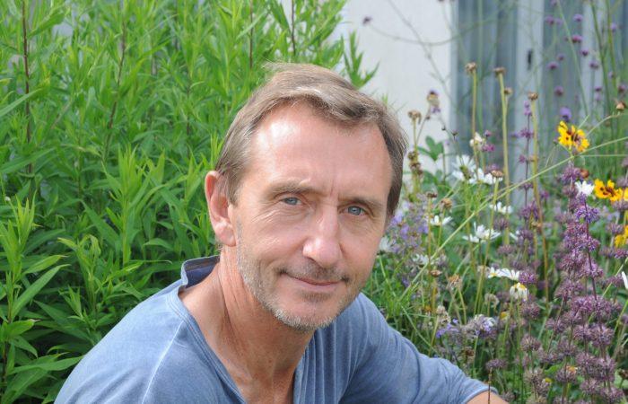 Cultivar flores para salvar o mundo, com Dave Goulson